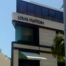 Louis-Vuitton,-designer-shops-in-Rodeo-Drive-(9)